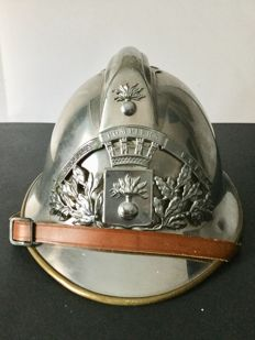 Crest helmet of French firefighter, model from 1933.