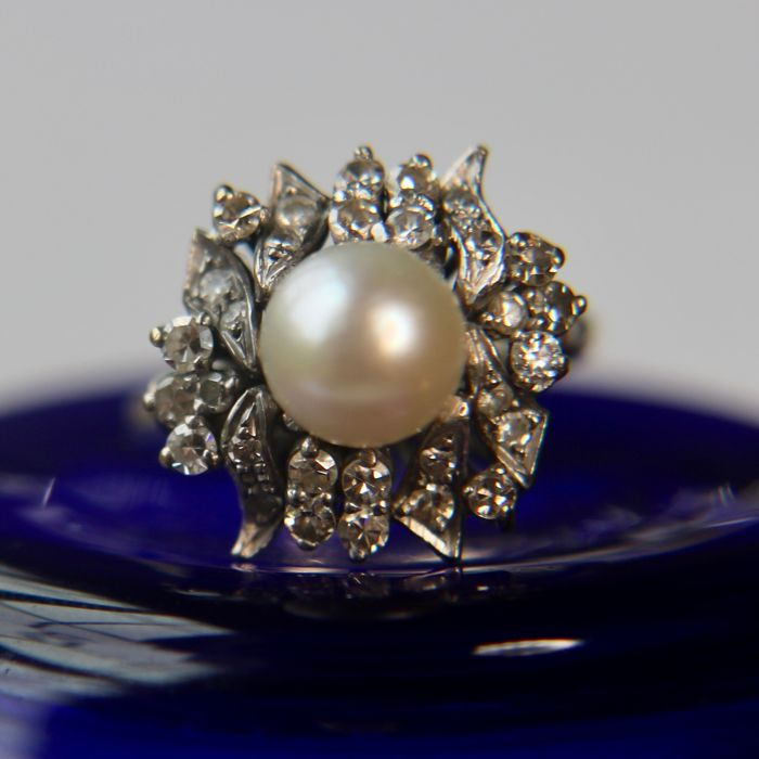 Vintage 14kt. white gold ring with cultivated sea/salt water pearl and old cut diamonds H/VVS