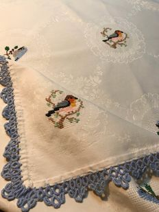 Vintage damask tablecloth with little birds - Embroidered by hand - Florence