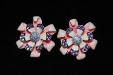 Flower-Shaped 18-kt White-Gold Earrings with 0.4 ct of Diamonds, Enamel and Pink Sapphires