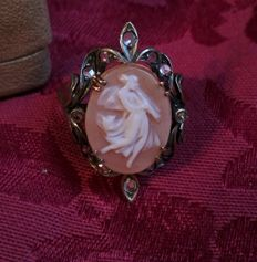 Wonderful antique ring with authentic cameo engraved by hand, surrounded by authentic natural diamonds, size 18