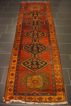 Rare antique Persian carpet Heriz runner plant-based colours, made in Iran 100 x 305 cm