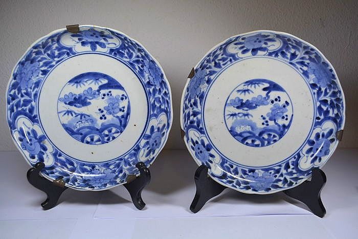 Two Arita plates with Ming Dynasty Chengua brand mark - Japan - 19th century