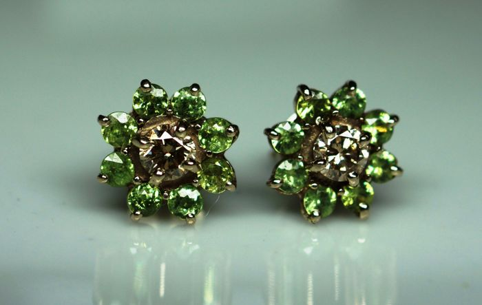 14kt Gold 2.54 gr. Earrings with 0,50 ct Diamonds and 0,44 ct Demantoid