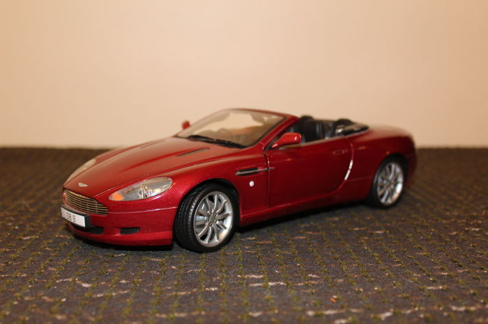 Solido   Scale 1/18   Aston Martin DB9 Volante   Burgundy Metallic