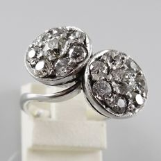 18 kt white gold Cocktail ring with 2 x 0.30 ct and 14 x together 1.70 ct, total of 2.30 ct - 6.3 grams - size 17.5 (55)