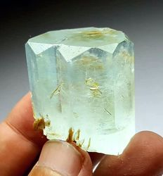Fine Well Terminated Aquamarine Crystal with Mica - 33 x 28 x 27 mm - 49 gm