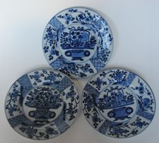 Plates with flower basket scenery - China - 18th century