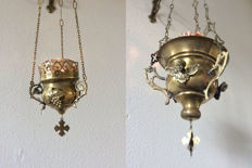 Two beautiful sanctuary lamps made of brass with original glass on a wall mount - 20th century