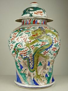 Dragons Lidded Wucai Vase - China - second half 20th Century