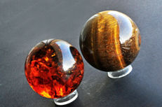 Tiger's Eyes and Synthetic Amber spheres - from 7.4 to 7.8 cm - 892 gm (2)