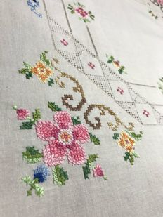 Tea tablecloth - hand embroidered - Italy