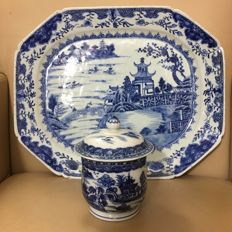 Export charger serving dish and jar with lid - China  - 18th century