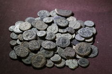 Roman Empire - Lot of 99 ancient coins. Most of them from the Roman Empire 3rd century onwards. Some from the ancient Hispania (99 x).