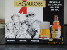 Go Between - LA GAULOIS - Réveille le gaulois qui est en toi Glossy paper on cardboard. Brewery founded in 1858