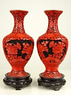 A fine pair of cinnabar vases - China - circa 1960