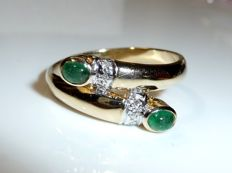 Ring 14 kt / 585 gold with 2 emerald cabochons weighing 0.40 ct + 6 diamonds, ring size 61/19.4 mm