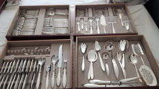 150 pieced, extensive silver plated cutlery cassette by Gero, model perfection, designer Georg Nilsson with separate items in large storage crate