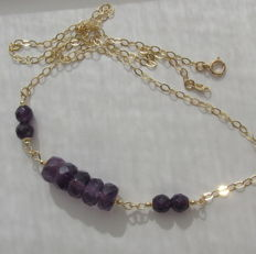 14 kt gold necklace with faceted amethyst