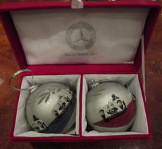 2 Mercedes Benz Christmas tree ball from 2012 inc Gift Box 9cm ∅ - No Reserve Price