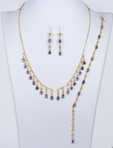 18 kt gold set inlaid with blue sapphires ***No Reserve Price***