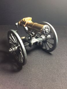 Reduced model 1883 Gatling machine gun
