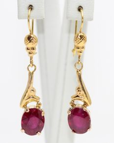 18 kt gold earrings set with rubies 4 ct