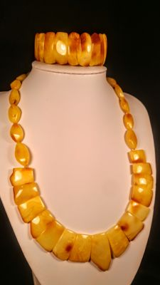 Egg yolk colour Baltic Amber necklace and bracelet. Necklace length 48 cm, bracelet hole ca. 55 mm