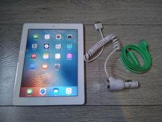 Apple iPad 2 - White - WiFi - 16GB - Model A1395 - with USB charge/datacable and 12V Car charger