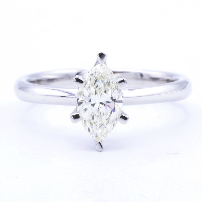 18 kt white gold solitaire with 0.65 ct marquise cut diamond