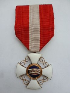 Italian order of the Crown in REAL 21 crt. gold!