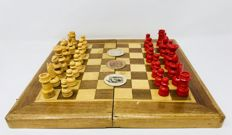 Old Spanish chess with seals and board of the period