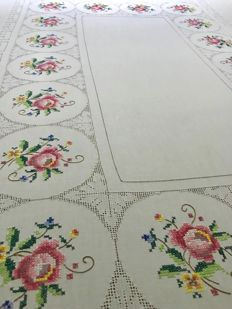 Italian handicraft - Tablecloth with roses - Italy
