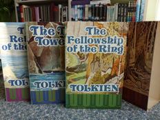 J.R.R. Tolkien; Lot with 15 paperbacks with hobbits and other creatures in five languages - 1966/2003