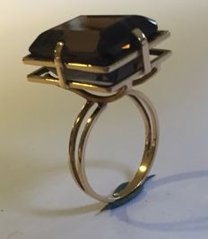 Gold modernistic ring from the 1970s with a smoky quartz stone