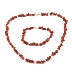 18 kt (750/000) yellow gold - Set composed of choker and matching bracelet - Coral - Diameter: 5 mm.