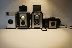 A lot of 4 Kodak cameras, various types, a Kodak Duaflex II and a Kodak Brownie Reflex, a Kodak Brownie 127 and a Kodak Brownie vecta, various dates of production