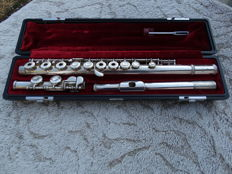 Yamaha YFL381 flute with sterling silver headjoint