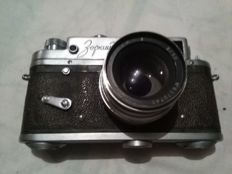 Old camera with full lens, Zorki brand, perfect working condition and associated flash + Russian old flash, both functional.