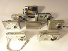 Lot consisting of 8 compact digital cameras