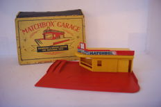 Moko Lesney Matchbox - Scale 1/76 - `Matchbox` Garage Showroom & Service Station for Matchbox Toys MG1a