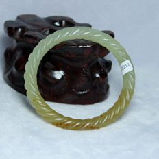 Certification 100% A-class natural Nephrite Hetian jade old cut 'twisted rope' bracelet, incl. certificate, 27 g.