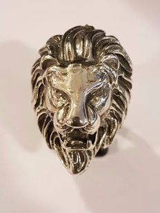 925/1000 Silver lion ring. Size 21.5