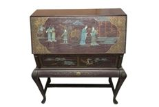 Fine desk/secretaire with beautiful scenes - China - approx. 1980