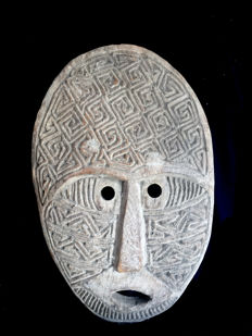excellent ancestor wall mask - TANIMBAR - Indonesia