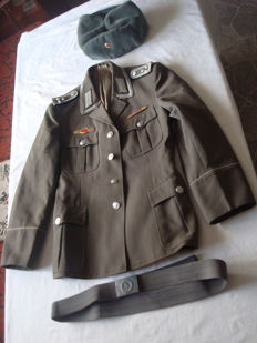 GDR; NVA lot of 3 pieces; uniform jacket, winter hat, belt from 1970/1980