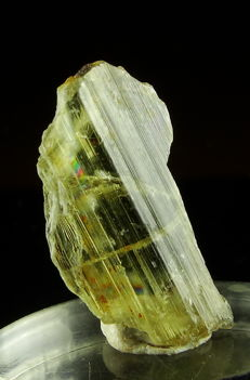 "Gem, Color Change Csarite/Diaspore Crystal with ""rainbow"" effect- 2,7 x 1,4 x 0,4 cm - 11,00 ct / 2,20 gm"