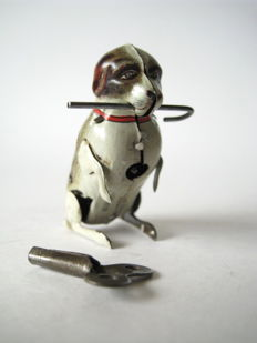 Köhler, US Zone Germany - Height 6 cm - Tin dog with stick with clockwork motor, 1950s