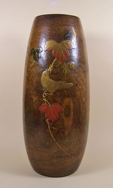 A pauwlonia wooden ('kiri') 'ikebana' vase with red copper inner vase - Japan - ca 1915-1920 (Taisho period)