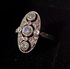 Art Deco ring in 18kt goud met diamanten, tot. ca. 0.60 ct., ca. 1900-1920
